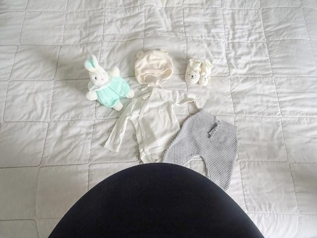 big mamas home, viikkokatsaus, arki, blogi, bloggaaja, raskaus, raskausvatsa, viimeinen kolmannes, Ainu, ensipupu, neule, vauvanvaatteet,