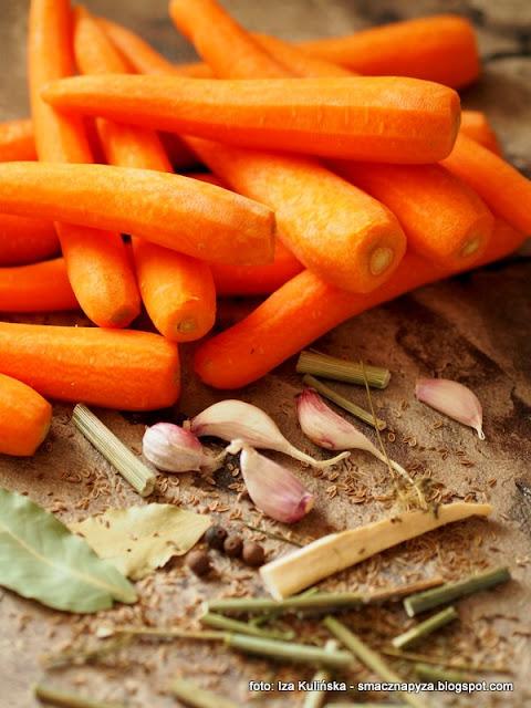 marchew w solance, marchewka kiszona, przetwory, moja spizarnia, marcheweczka, kiszonki, solanka, warzywa kiszone, samo zdrowie, dodatek do obiadu, na salatke, do salatek, talarki, moc witamin
