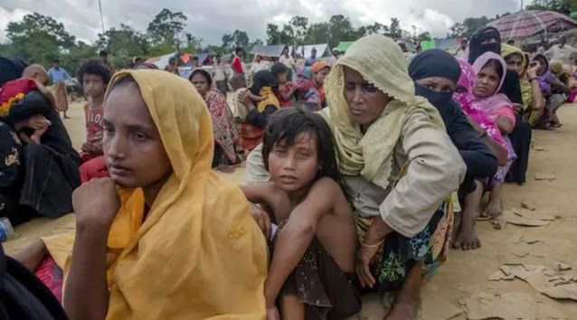 Bangladesh mulai mengirim ratusan pengungsi Rohingya ke pulau kontroversial, Bhashan Char. Diketahui, pulau tersebut berada di dataran rendah dan berbahaya karena rentan terhadap topan dan banjir. Pulau yang tidak layak huni akan semakin memperburuk keadaan muslim Rohingya.