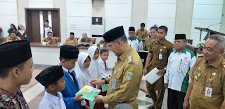 Walikota Jambi Secara Resmi Berikan Penyerahan Bantuan Biaya Pendidikan Baznas Kota Jambi Tahap Ke-18.
