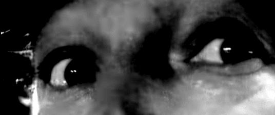 """Mio ritocco di uno sguardo sconcertato del Blasco a un concerto, tratto dal video di """"Come stai?"""". Naturalmente, la canzone mi gira compulsivamente per la testa da quando ho iniziato a scrivere questo post, tipo due ore fa, e questa canzone mi fa veramente schifo. Clicca sull'immagine per vedere il video."""