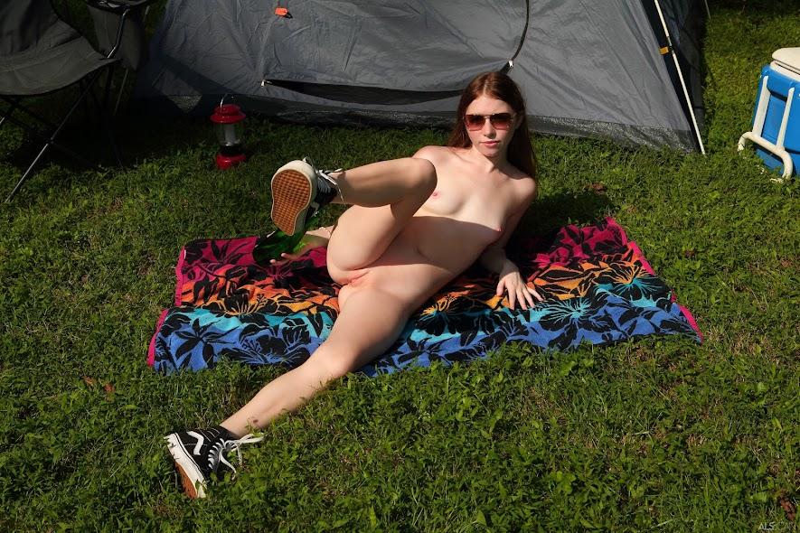 [Beauty] Myra Glasford - Tent Pitcher beauty 03170