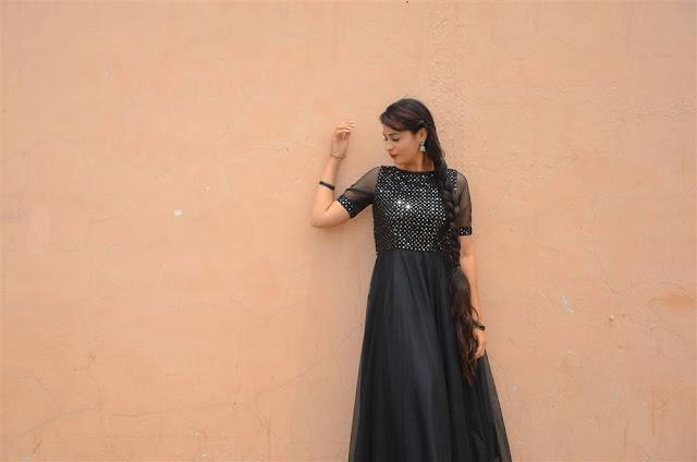 Actress Priya IKAT Art Mela Inauguration Stills Navel Queens