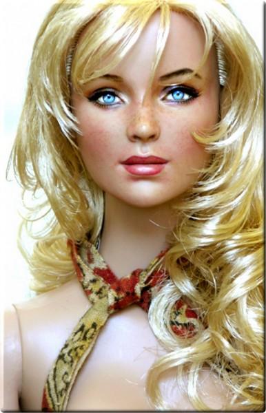 Muñeca o figura de acción con increíble parecido Lindsay Lohan