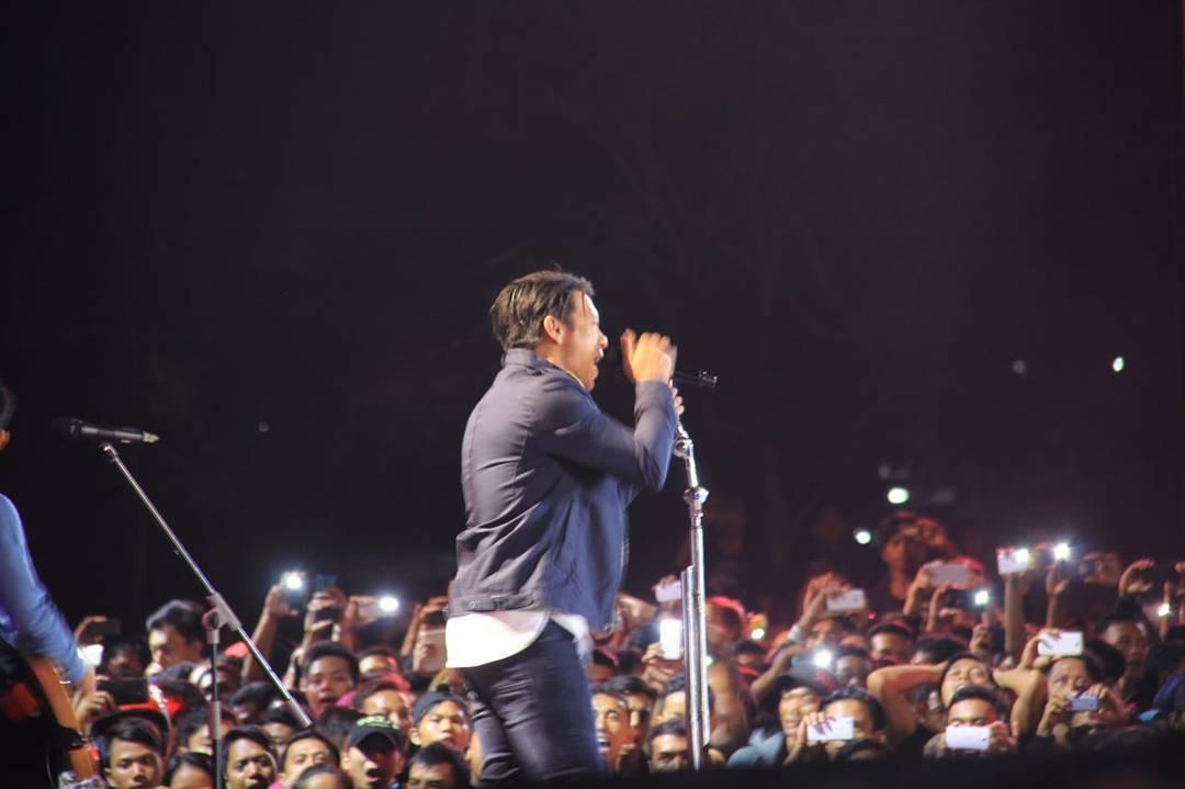 fans penggemar komunitas group band musik penyanyi musisi lokal indonesia indie paling fanatik populer terkenal member anggota merchandise cara bergabung menjadi lagu album setia