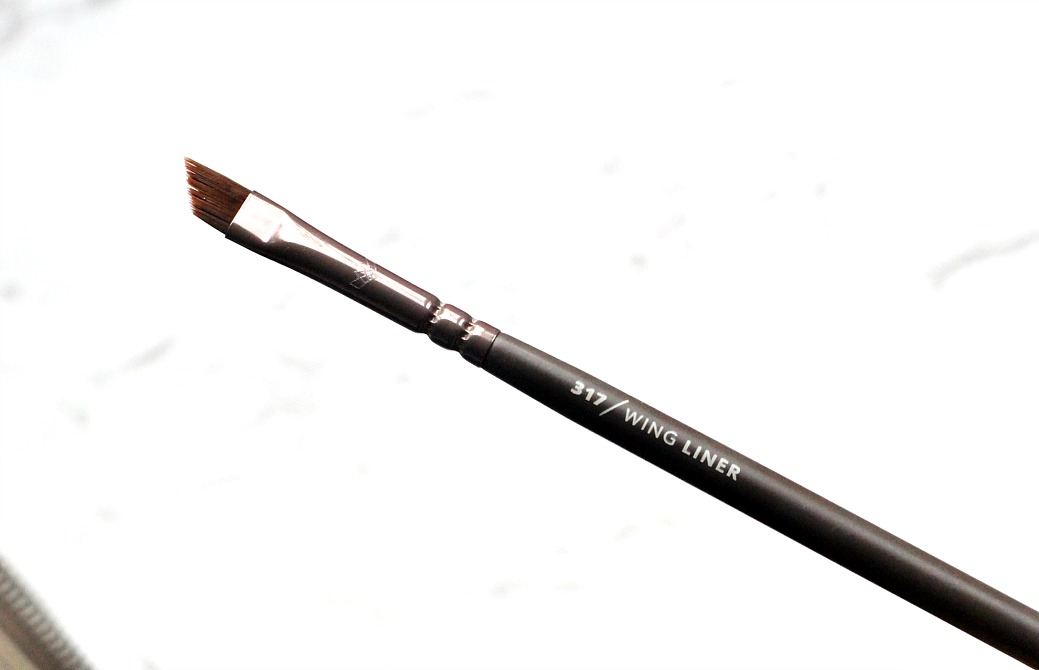 zoeva en taupe 317 wing liner eyeshadow brush review