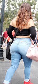 Linda mexicana nalgona jeans apretados