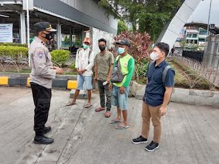 Unit Binmas Polsek Soeta berikan Imbauan Prokes dan Edukasi Vaksin Covid 19 kepada Buruh Pelabuhan