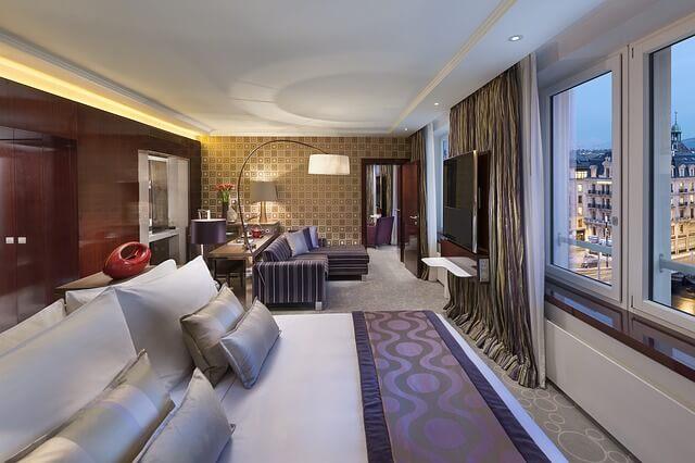 تطبيقات حجز الفنادق للسياحة والسفر