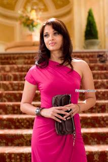 Gorgeous Aishwarya Rai Holding A Purse