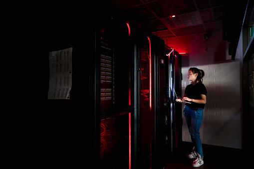 data center harus efisien dan tangguh dalam waktu yang bersamaan