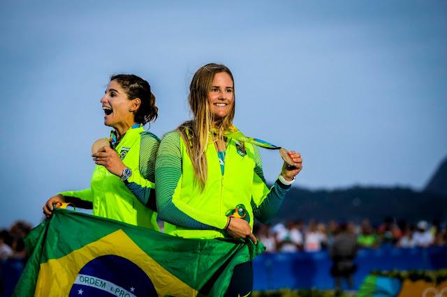 Vela do Brasil garante mais um ouro em Jogos Olímpicos, na categoria 49er feminina, com Martine Grael e Kahena Kunze