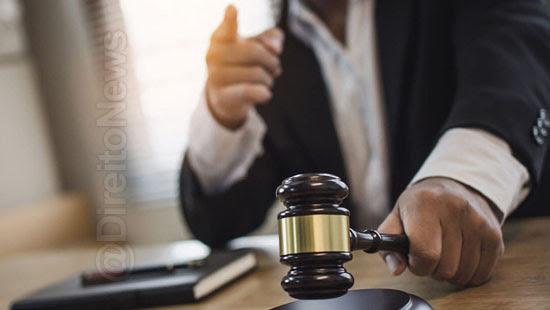 juiz suspeito promotor defensor criminosos direito