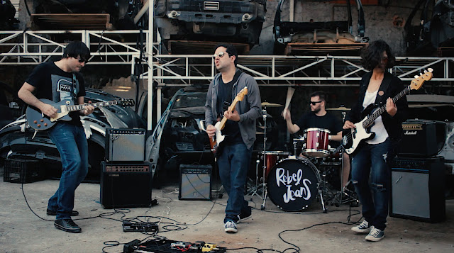 Rebel Jeans, expoente do indie rock brasileiro, estreia clipe de Behind the Door