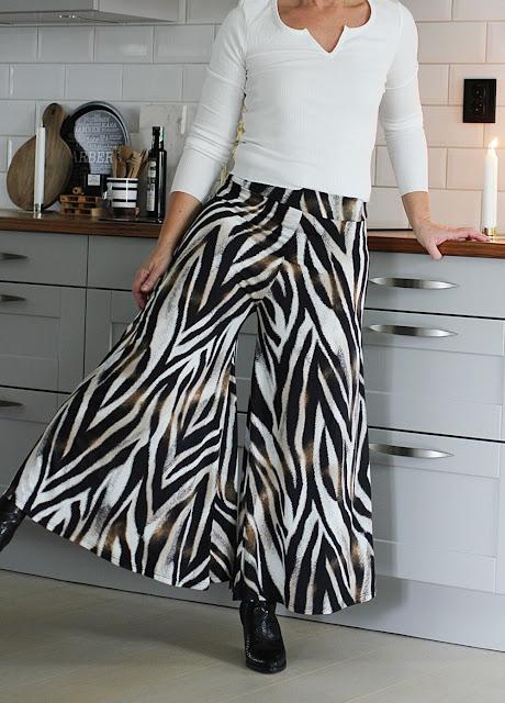 annelies design, webbutik, webbutiker, webshop, nätbutik, kläder, zebra, zebramönstrad, zebramönstrat, zebramönstrade, byxkjol, kjol, byxa, byxor, ,