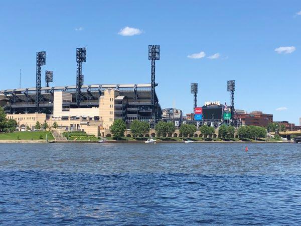 Blick auf das Baseball-Stadion der Pittsburgh Pirates, den PNC Park