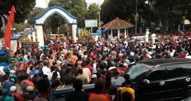Didemo Massa Jamaah Masjid Agung, Pameran Hari Jadi Garut Ditutup
