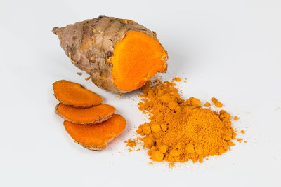 Turmeric root (to the left) & turmeric powder (to the right)