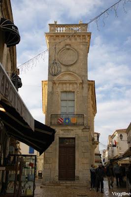 Il bell'edificio nel centro di Les Saintes Maries de la Mer che ospita il museo