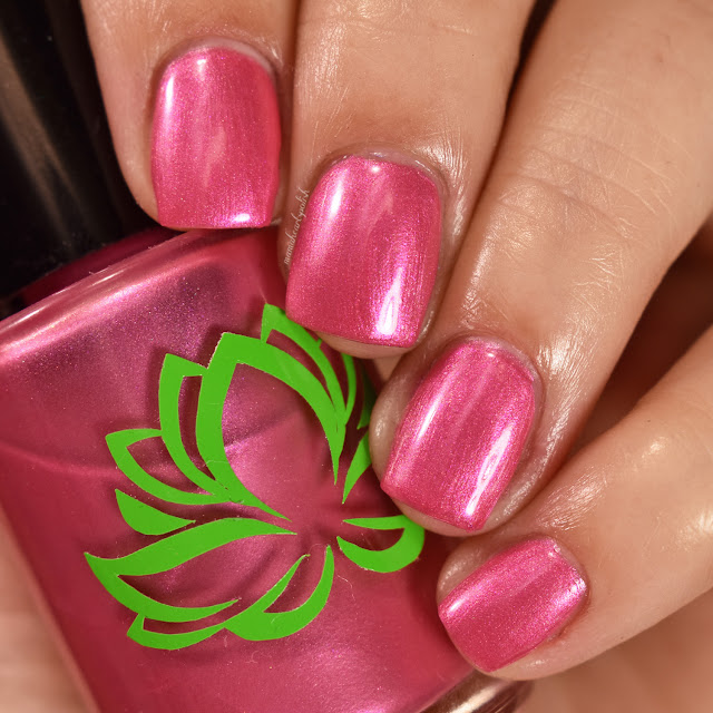 soothing-soul-nail-lacquers-aurora-1