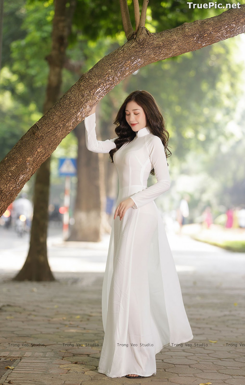 Image The Beauty of Vietnamese Girls with Traditional Dress (Ao Dai) #1 - TruePic.net - Picture-2