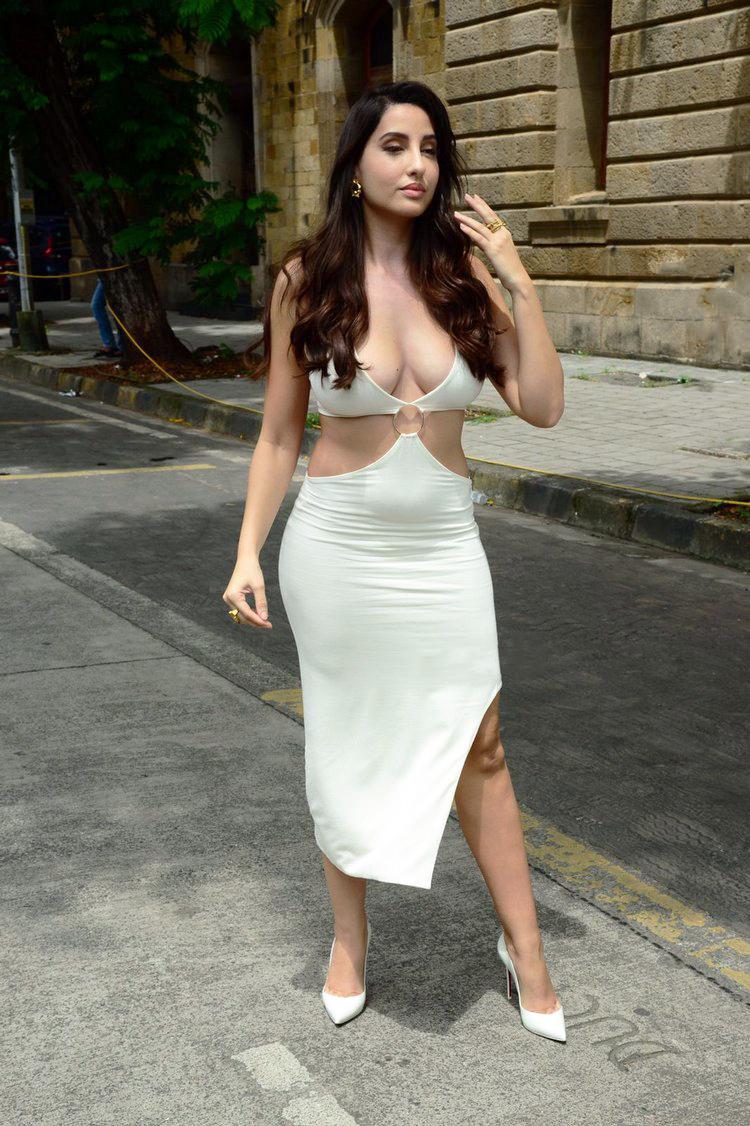 Nora Fatehi looks hot Sensuous in a Bold Dress Photos