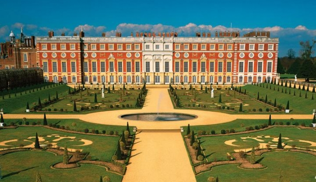Roses In Garden: Visit Museums And Exhibitions: Hampton Court Palace Review