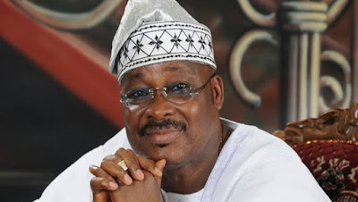 images%2528279%2529 - Household, Oyo authorities conflict over Ajimobi's burial web site