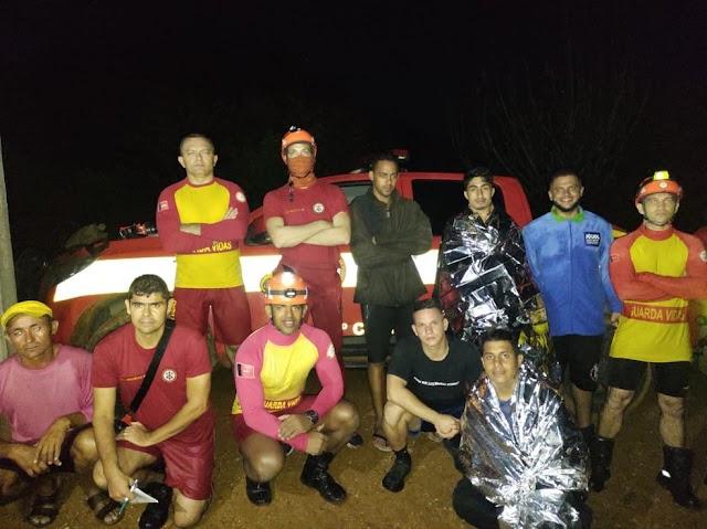 Jovens são resgatados após ficarem ilhados durante trilha no leito do Rio Paraíba