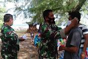 Peduli Covid-19, Dansatgas TMMD Ke-111 Kodim 1415 Kepulauan Selayar Bagikan Masker