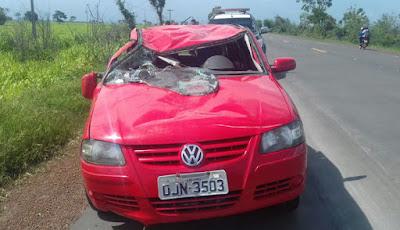 O veículo ficou bastante danificado. - Foto: Divulgação/PRF