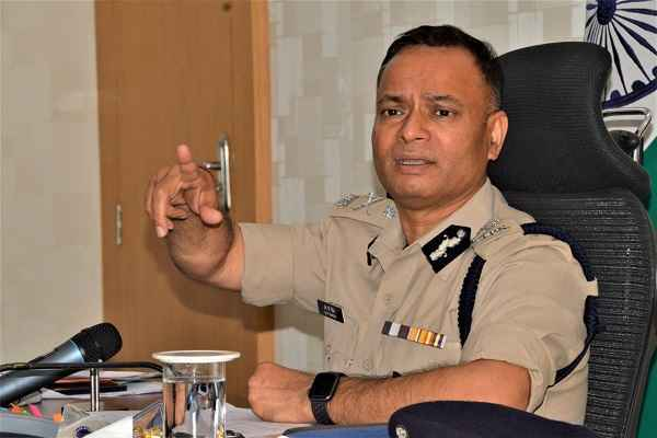 faridabad-cp-op-singh-told-police-challan-public-without-face-mask