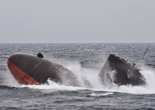 SSK Clase Oyashio realizando un maniobra de soplado de lastre principal de emergencia. Foto: JMSDF
