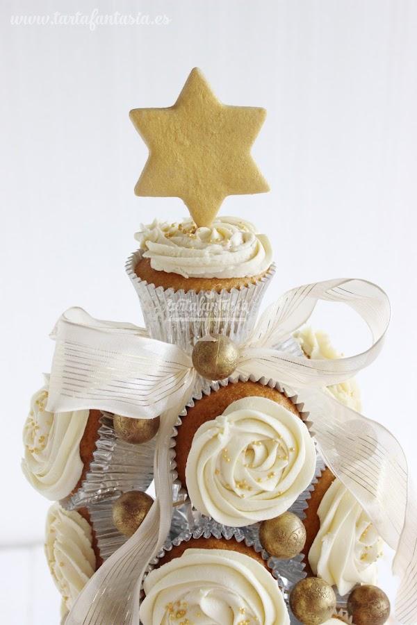 árbol de Navidad hecho con cupcakes