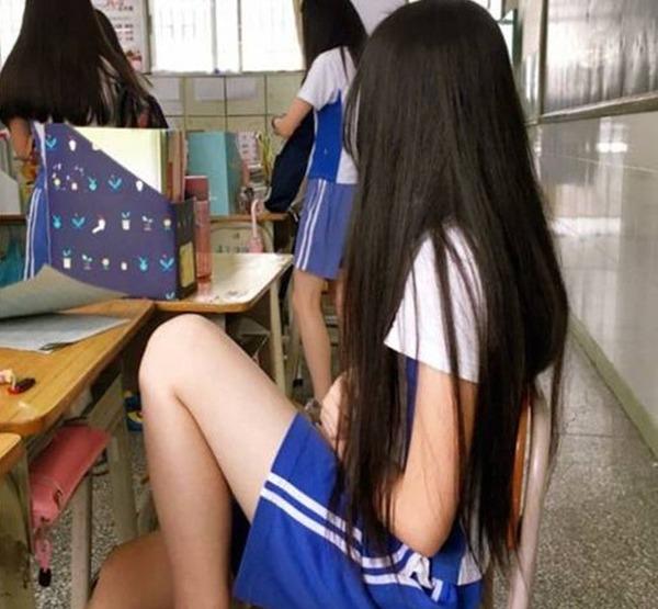 """"""" SỐC """" Nữ sinh lớp 10 kêu đau bụng xin về, thầy giáo không ngờ chuyện động trời xảy ra"""