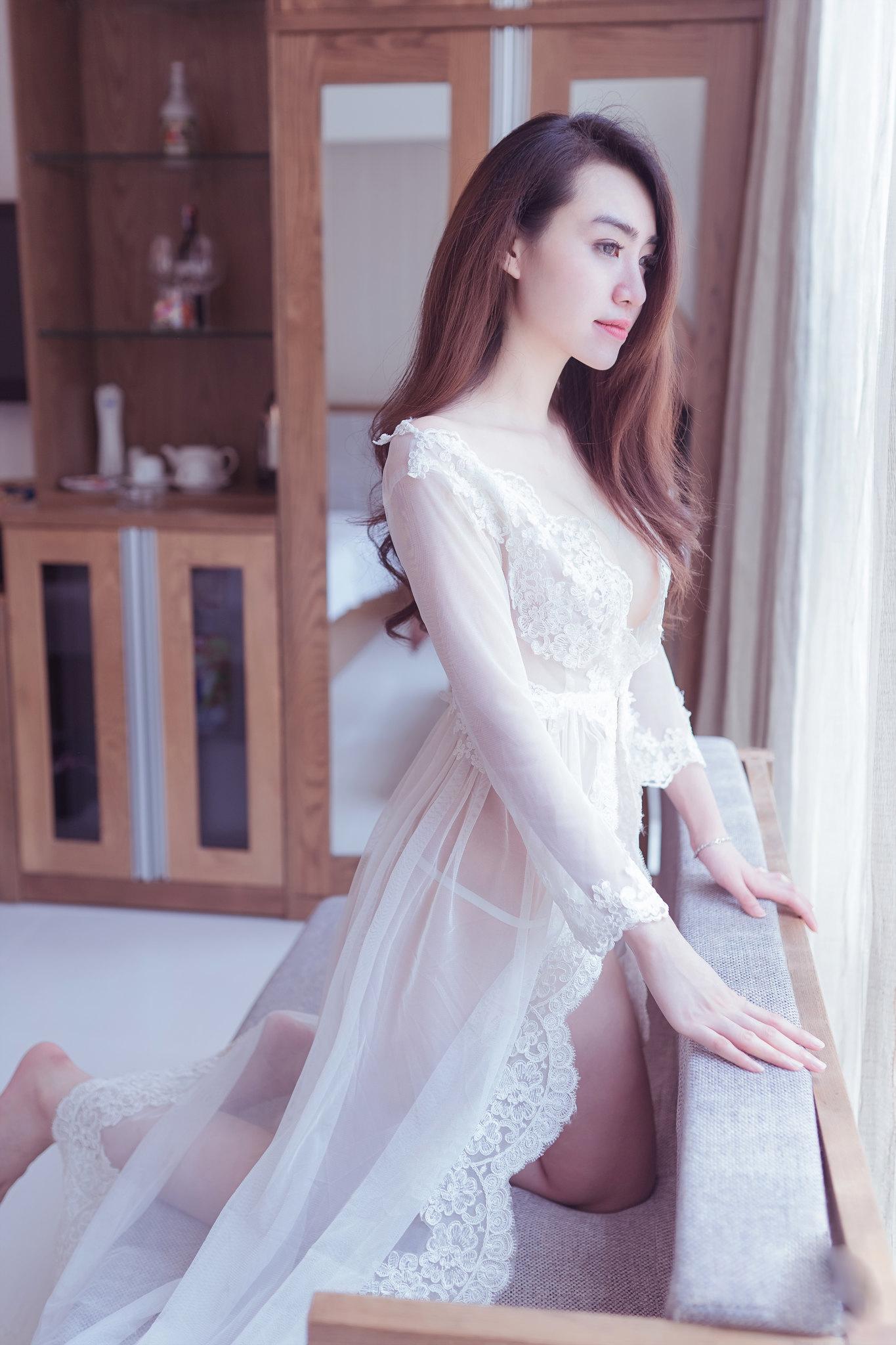 Girl xinh mặc áo xuyên thấu