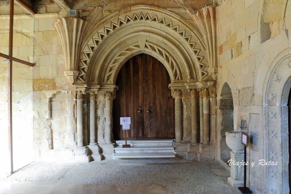 Puerta Reglar, entrada desde el monasterio a la iglesia de San Andrés del Arroyo