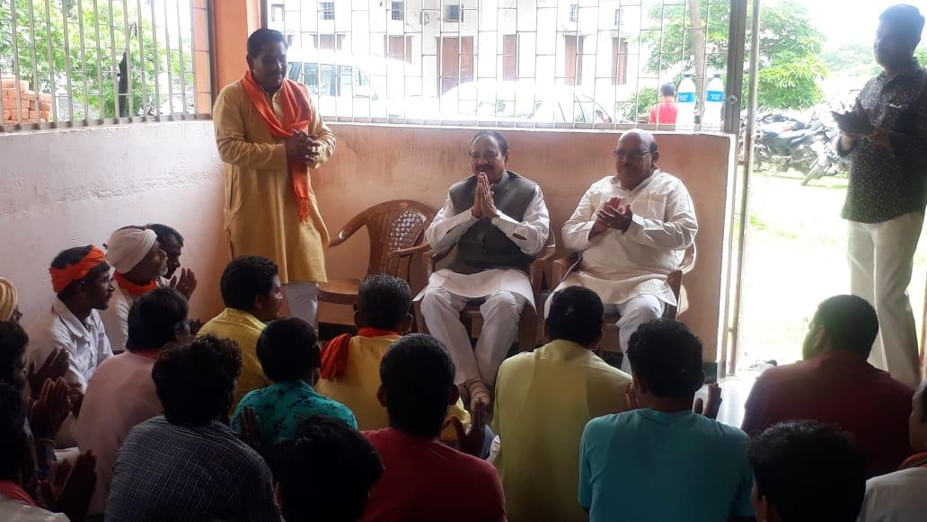 भाजपा की महा सदस्यता अभियान के लिए पिटोल क्षेत्र में पहुंचे भाजपा के पूर्व मंत्री एवं  इंदौर के पूर्व महापौर