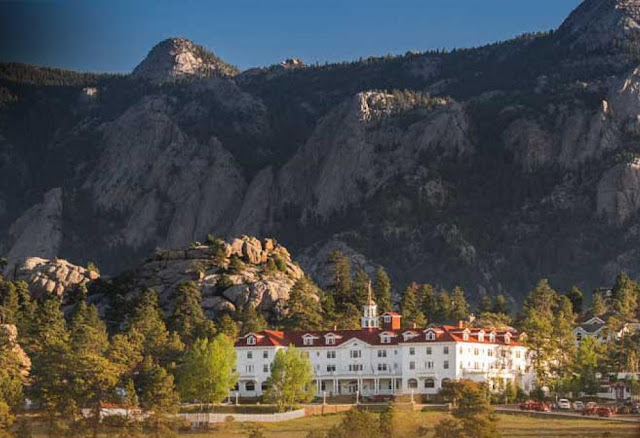 The Stanley Hotel is famous for its old world charm. Offering four different Estes Park accommodation experiences including historic rooms, modern apartment-style residences for extended stays, and expansive condominiums on the legendary grounds overlooking Rocky Mountain National Park.