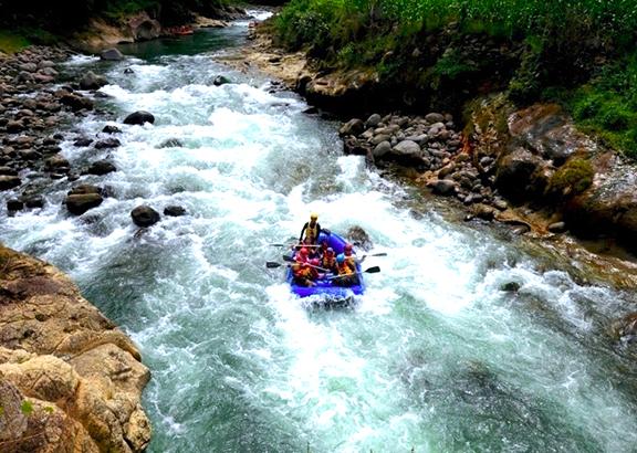 Gambar Arung Jeram Sungai Manna Di Sumatera Selatan