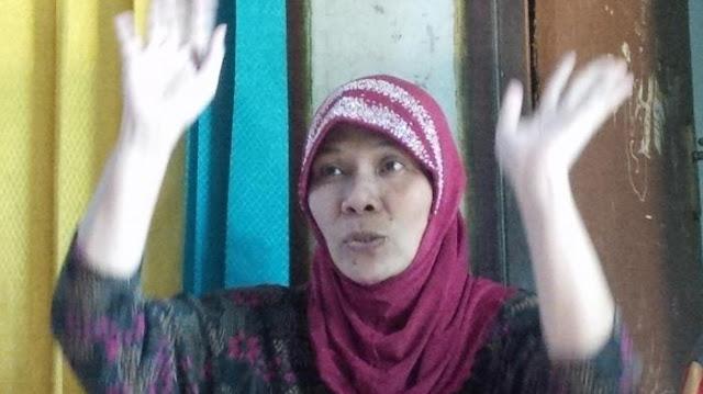 Mengaku Dapat Wahyu, Wanita Ini Shalat Hadap Timur