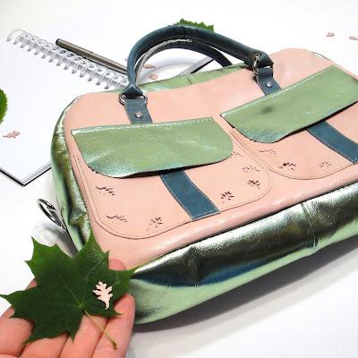 Модная женская сумка чемоданчик. Натуральная овчина розового и зеленого цвета. Последняя шкура с эффектом металлик. В фотосессии использовались майские листья 2020. Для заказа пишите на электронку oksmoroz@yandex.ru