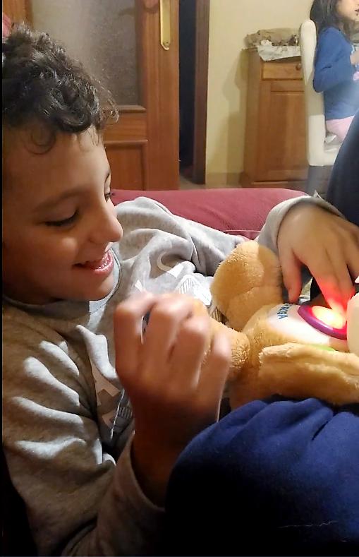 Peluche-interactivo-niño-TEA-Autismo-Discapacidad intelectual