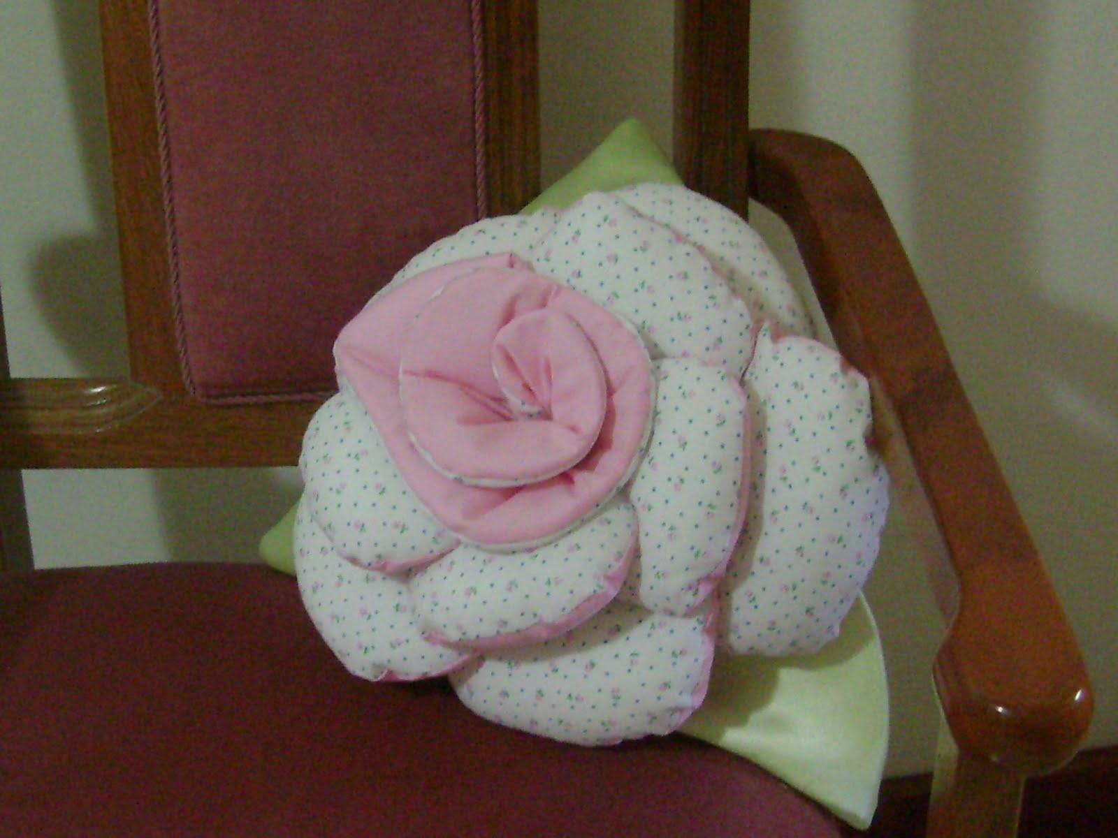 Hilos de aralena como hacer un almohad n en flor - Como hacer cojines originales ...
