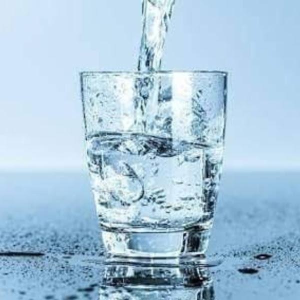 5 waktu yang tepat untuk minum air putih