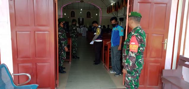 Personel TNI-POLRI dan OKP saat pengamanan gereja di Tiga Dolok 4