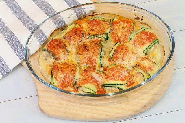 canelones de calabacin rellenos de queso de canbra, champiñones y tomate
