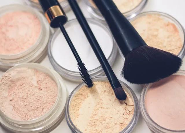 aprende ingles diferentes tonos de polvos de maquillaje brochas