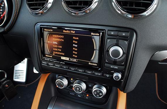 Multa por poner la música alta en el coche