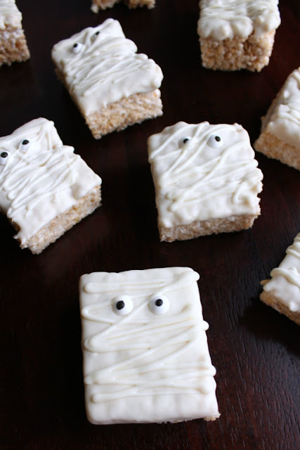 Super fun and easy to make mummy rice crispy treats are cute for Halloween party treats. Plus the kids can help make them!